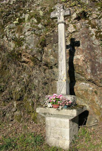 Croix sculpté